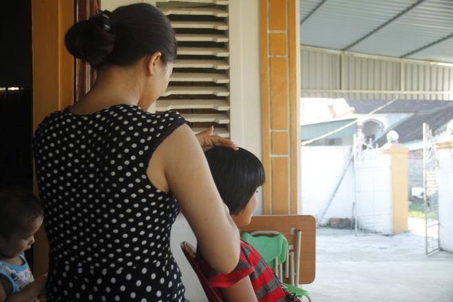 bé gái 10 tuổi bị xâm hại, bé gái thiểu năng 10 tuổi bị xâm hại