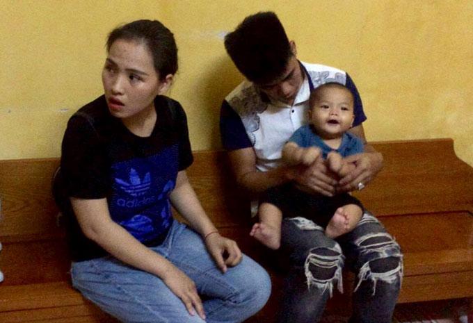 bé 7 tháng tuổi bị bỏ rơi, bé bị bỏ rơi đã có bố lên nhận