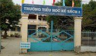 sờ vào vùng nhạy cảm cửa nữ sinh, thầy giáo bị buộc thôi việc