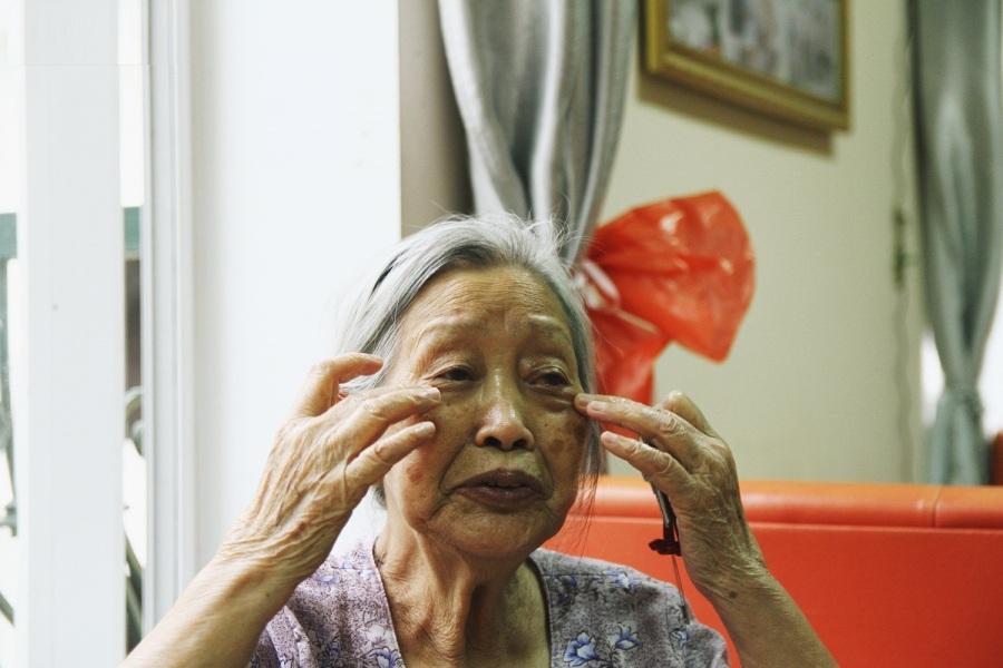 cụ bà 87 tuổi vẫn quyết ly hôn vì chồng quá lười