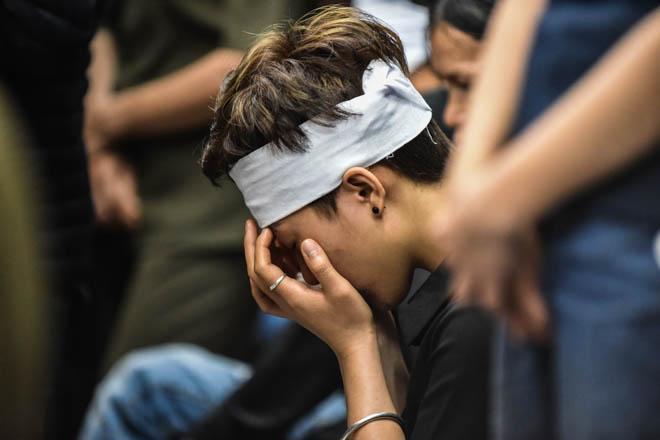đồng đội cùng người thân khóc thương giây phút tiễn đưa chiến sĩ công an PCCC hy sinh