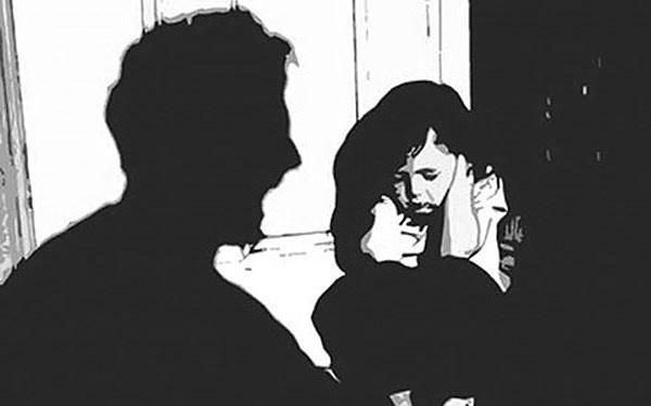 phẫn nộ ông nội giở trò đồi bại khiến cháu gái bất tỉnh trên giường