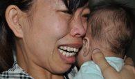mẹ khóc nghẹn ôm con 7 tháng tuổi bị tim và dị tật môi