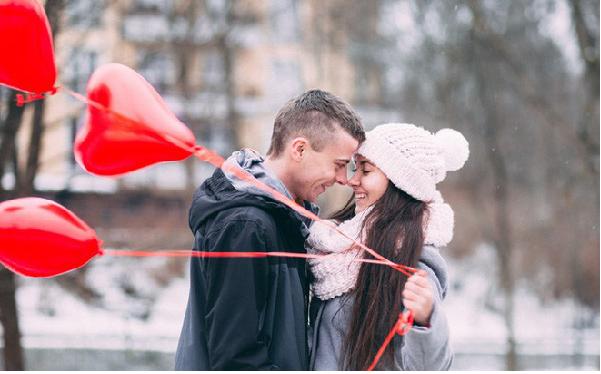 Biểu hiện cử chỉ của người đàn ông thật lòng yêu thương vợ