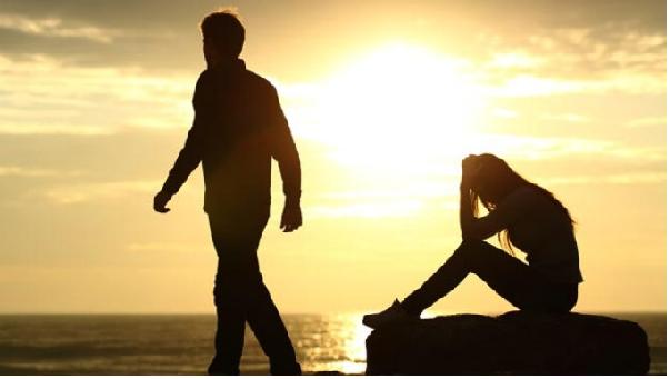 Tại sao các cặp đôi càng yêu lâu càng dễ chia tay