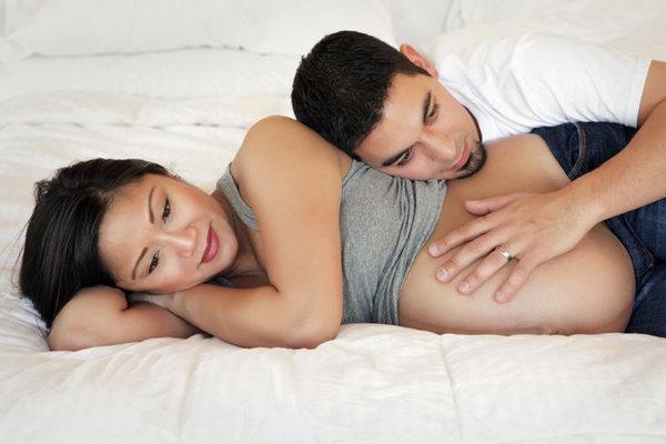 Có nên quan hệ khi mang thai? có ảnh hưởng gì không?