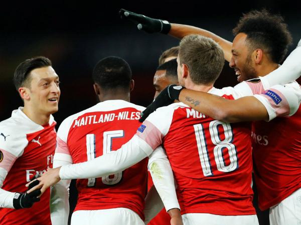 Arsenal vượt qua Napoli với tỷ số 2-0 trong trận tứ kết lượt đi Europa League