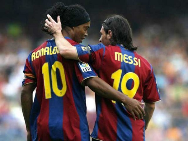 Ông trùm Messi 11 năm nhận áo số 10 từ Ronaldinho