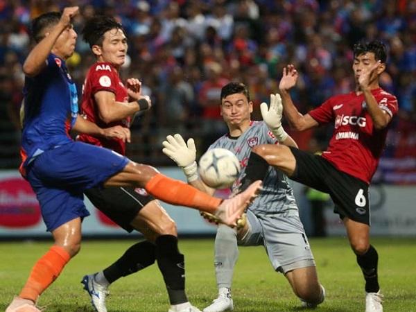 Port - Muangthong United: Văn Lâm nỗ lực