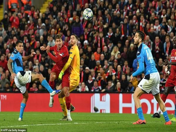 Liverpool chia điểm tại Anfield