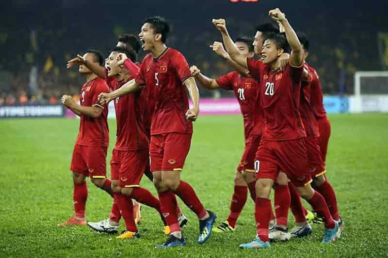 Malaysia, Thái Lan sảy chân đội tuyển Việt Nam hưởng lợi thế